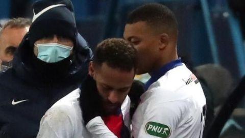 Neymar se retira lesionado de duelo de copa