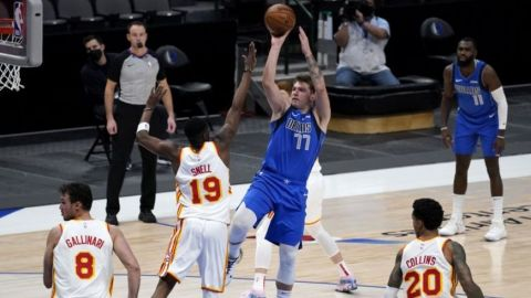 Mavericks remontan y frenan a Hawks