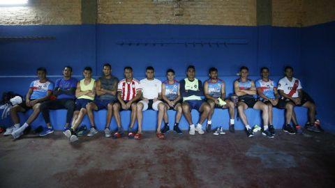 La dura supervivencia de futbolistas paraguayos del ascenso