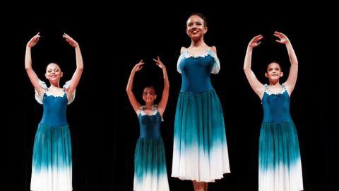 Bailarina brasileña nacida sin brazos se eleva durante pandemia