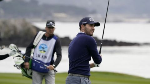 Cantlay empata récord del campo y lidera en Pebble Beach