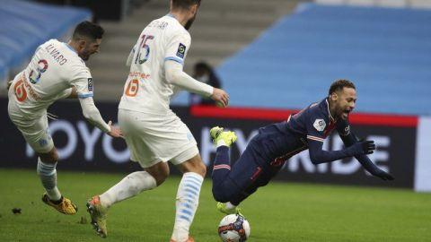 Pochettino justifica decisión de alinear a Neymar ante Caen