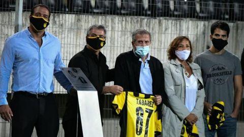 Peñarol homenajea al 'Maestro' Tabárez, el técnico de la quinta Libertadores