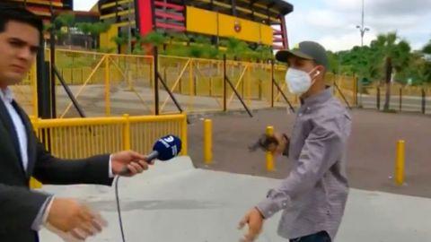 VIDEO: Reportero es asaltados en plena cobertura y todo queda grabado