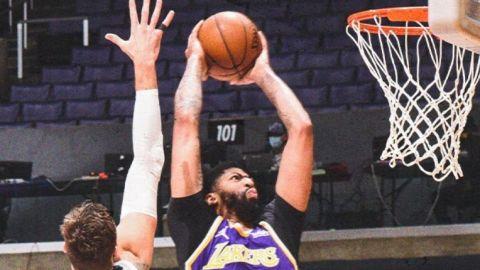 Davis impulsa a Lakers ante Grizzlies, suman 7mo triunfo