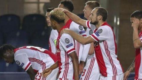 Edson sólido en el medio campo del Ajax para sumar otro triunfo