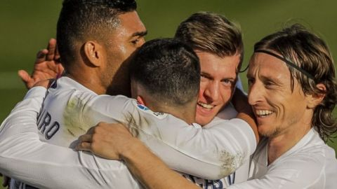El Madrid abruma al Valencia y sigue al acecho del Atlético