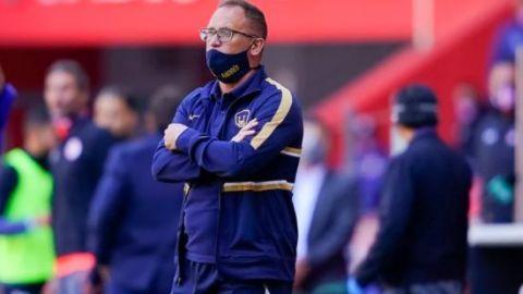 Lillini entrenador de Pumas explota contra el arbitraje