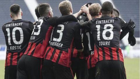 Frankfurt estira buena racha y es tercero en la Bundesliga