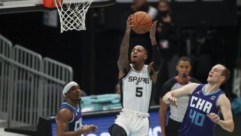 Spurs conquistan otra victoria, de 112-110 sobre Hornets