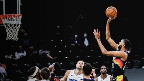 Booker y los Suns vencen al Magic y extienden su buena racha
