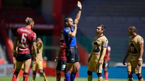 Pumas se quejará del arbitraje de Luis Enrique Santander