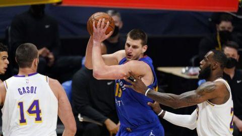 Jokic lidera la victoria 122-105 de Nuggets ante Lakers