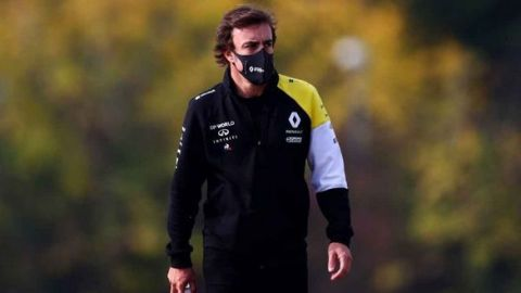 Fernando Alonso deja hospital tras accidente en bicicleta