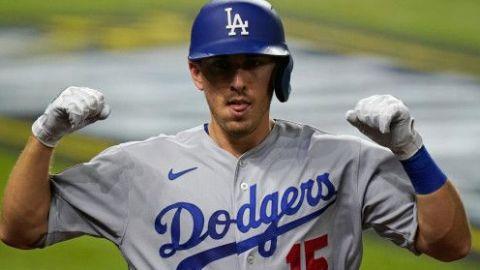 Austin Barnes se mantiene con los Dodgers