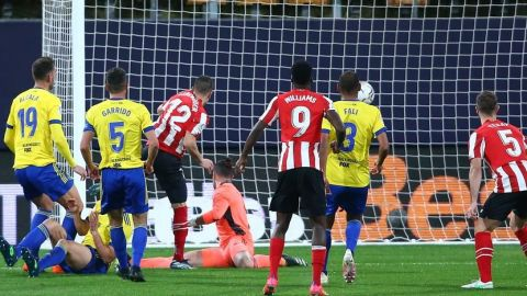 El Athletic de Bilbao golea al Cádiz