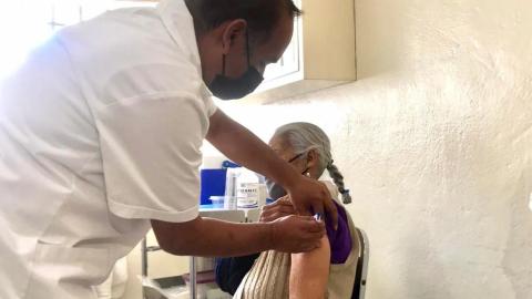 Inicia en los estados vacunación de adultos mayores contra Covid