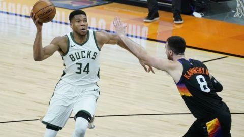 Bucks esperan que obstáculos de temporada ayuden en playoffs