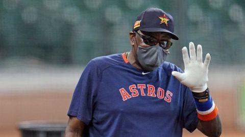 Astros: Baker se vacunó tras reticencia inicial