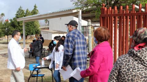 Continúa aplicación de vacunas en zona sur de Ensenada