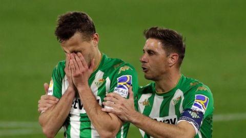 Iglesias convierte penal y Betis supera a Getafe