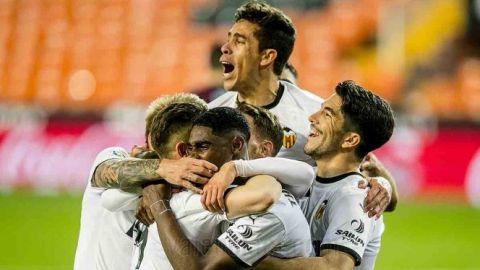 Valencia frena al Celta de Néstor Araujo