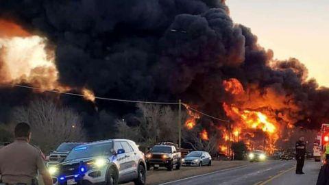 VIDEO: Tren choca contra un camión en Texas y se produce una gran explosión