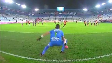 ¿El penalti atajado por Gudiño debió repetirse?
