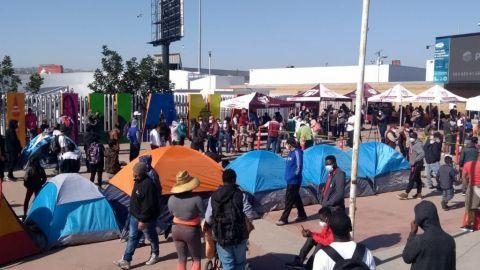 Video: Cientos en campamento migrante de Tijuana