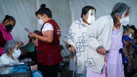 Niegan vacuna antiCovid a ancianos sin INE en Oaxaca
