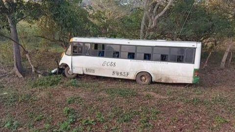 En Oaxaca, volcadura de autobús deja al menos 40 heridos