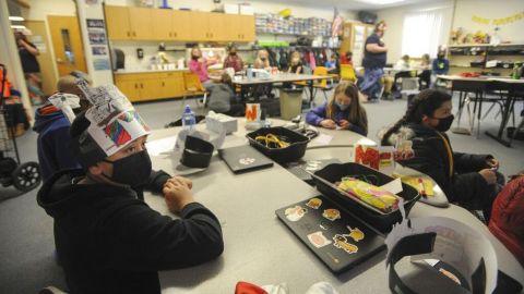 Profesores serían una principal fuente de contagios por covid-19 en escuelas