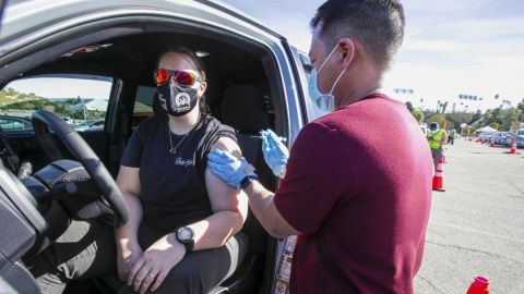 Maestros y algunos trabajadores podrán vacunarse en Los Ángeles a partir de hoy