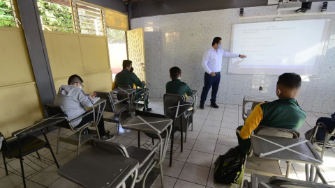 Vuelven a la escuela niños en Jalisco para regularizaciones; 9 alumnos por salón