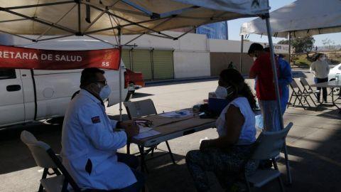Secretaria de Salud y DIF asisten a Migrantes en garita El Chaparral