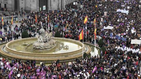 La prohibición de manifestaciones es ''un ataque más a las mujeres''