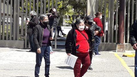 Abuelitos de Rosarito reciben con entusiasmo la vacuna contra COVID-19