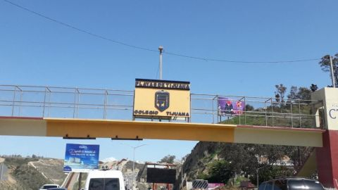 Caos vial por obras de la CESPT en el acceso a Playas de Tijuana