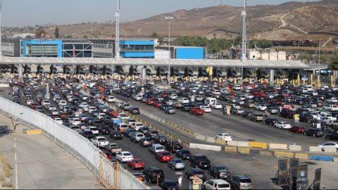 Hasta cuatro horas para cruzar a EEUU por Tijuana