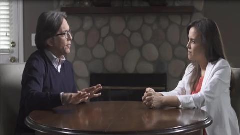Divulgan video de candidata de Morena con Keith Raniere, líder de la secta NXIVM