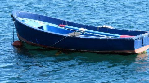 Rescatan a 16 migrantes tras volcar embarcación en Rosarito