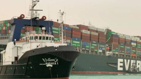 ¿Por qué el bloqueo en el Canal de Suez podría dejarte sin papel de baño?