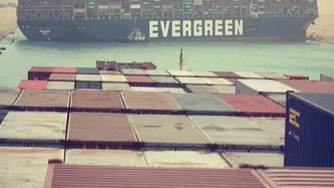 Canal de Suez reanudará circulación; logran reflotar buque que lo bloqueaba