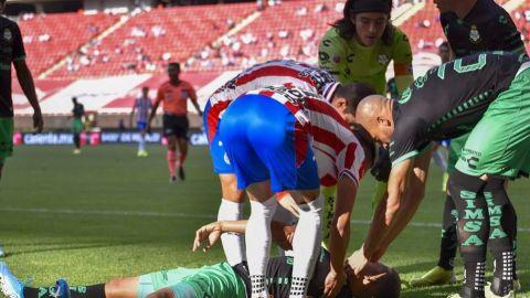 Santos revela gravedad de la lesión de jugador que cayó noqueado tras balonazo