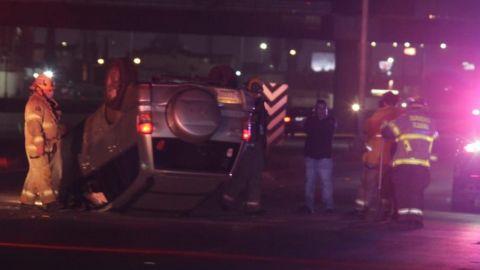 Policía municipal sufre volcadura sobre la Vía Rápida