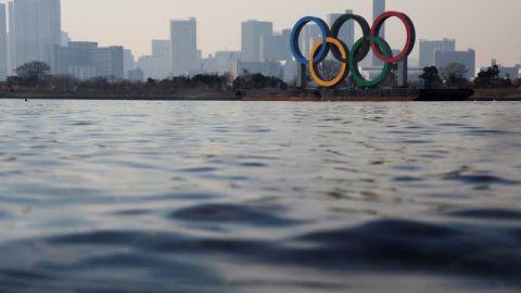 Japón niega estar evaluando si da prioridad en las vacunas a atletas olímpicos