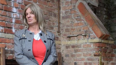 Mujer transexual busca ser monja; iglesia Católica le niega la oportunidad