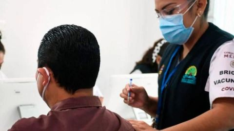 Vacunación del personal educativo de escuelas públicas y privadas