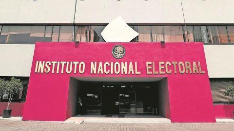 INE emite medida cautelar contra AMLO por propaganda en mañanera del viernes
