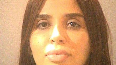 Emma Coronel pasa encerrada 22 horas al día; sólo la sacan a un saloncito